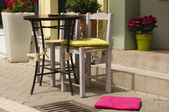 Sidewalk taverna table and chairs — Stock Photo