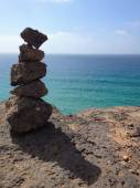 Rocks in equilibrium with ocean views — Stock Photo
