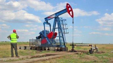 Monitoring oil pump. — Stock Video