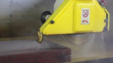 Cutting stone with big machine. — Stock Video