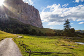 Mountain trail lighted by sunbeam — Stock Photo