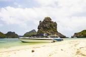 Powerboat in the sea at Mu Ko Ang Thong — Stock Photo