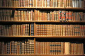 Books on library shelf — Foto de Stock