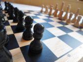 Tabuleiro de xadrez de madeira — Foto Stock