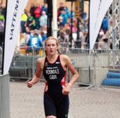 Lois Rosindale running in the triathlon — Stock Photo