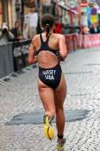 Katie Hursey running in the triathlon — Stock Photo