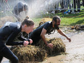 Woman and man fighting to get through the mud, squirted with wat — Stock Photo