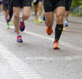 Close up of a group of running feet and legs — Foto Stock