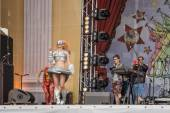 """Parade of the Robots on the stage of the musical festival """"Wild — Stock Photo"""