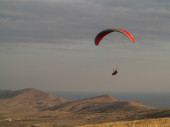 Paragliding. Hang glider flying over mountains. — Stock Photo