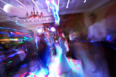 Blur dance at the wedding holiday in the restaurant at night. — Stock Photo