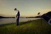 Golf game. Golfer playing at sunset. — Stock Photo