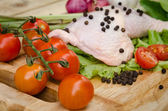 Leg chicken and vegetables — Стоковое фото