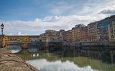 El puente más famoso de Florencia: Ponte Vecchio — Foto de Stock