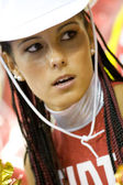 Cheerleader uitvoeren tijdens het fiba eurobasket 2007 spel tussen Spanje en Duitsland — Stockfoto