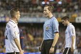 Referee talking with Joao Pereira — Stock Photo