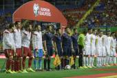 Spain and FYR Macedonia line up — Stock Photo