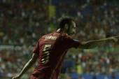 Defender juanfran kutlamak bir gol puanlama sonra — Stok fotoğraf
