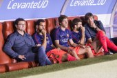 Barcelona Players on the bench — 图库照片