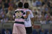 Lola from Espanyol defending against Valencia player — ストック写真