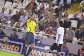 Referee shows yellow card to David Villa — Stock Photo