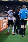 David Villa receive help from doctors — ストック写真