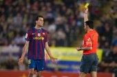 Sergio Busquets receive a yellow card — Stock Photo