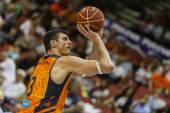 Lavrinovic in action — Fotografia Stock