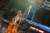 Alley-oop of Aguilar (L)  and  Lucic (R) — Foto de Stock