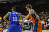 Nacho Martin (L) against Valencia Basket Club player — Stock Photo