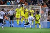 Juan Manuel Mata takes a free kick — Foto de Stock