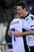 Joaquin (L) and  Aritz Aduriz (R) celebrate scoring goal — Stock Photo