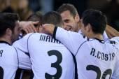 Valencia players celebrate scoring goal — Stock Photo