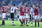 Darren Fletcher (L), David Navarro (C), Nemanja Vidic (C), Rio Ferdinand, Jeremy Mathieu and Dimitar Berbatov during the game — Stockfoto