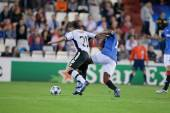 Ever Maximiliano Banega (L) and Maurice Edu (R) in action — Stock Photo