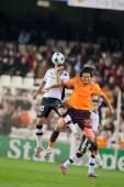 Mustafa Keceli (R) and Juan Manuel Mata (L) fighting for a ball — Stock Photo