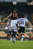 Carlos Gurpegi (L) and Aritz Aduriz (R) in action — Stock Photo
