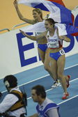 Yuliya Fomenko and Yelena Soboleva celebrating the second and first place win in Women's 1500 metres — 图库照片