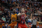 Romain Sato (L) and Kim Tillie (R) in action — Stock Photo