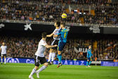 Carrico of Sevilla jumping for the ball and Negredo (L) — 图库照片
