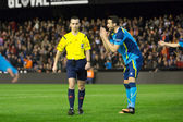 Iborra (R) and referee Jaime Latre — Stock Photo