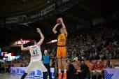 Vladimir Lucic throwing a long ball — Stock Photo