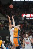 Dubljevic (R) and Bourousis fighting for the ball — Foto de Stock