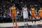Luke Harangody (L), Rudy Fernandez (C) and Romain Sato (R) at free throw line — Stock Photo