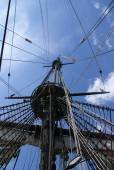 Blocks ropes and mast on a large sailing ship — Stock Photo