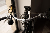 Handlebar with golden horn like a trumpet and acetylene headligh — Stock Photo