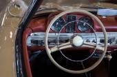 Tableau de bord d'une voiture vintage — Photo