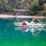 Pedal boat abandoned on the lake — Stock Photo #76996135