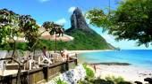 Chilling around in praia Conceição, on of the best beaches in Fernando Noronha, Brazil — Stock Photo
