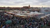 Marrakech, Morocco - April 20th of 2014: Main view of Djemaa el Fna square, a place recognized by UNESCO as a masterpiece of the Oral and Intangible Heritage of Humanity — Stock Photo